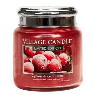 Village Candle Střední vonná svíčka ve skle Cypress and Iced Currant 397g - Cypřiš a zamrzlý rybíz