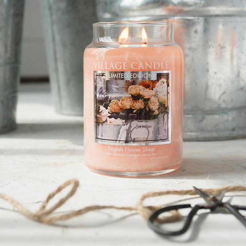 Village Candle Velká vonná svíčka ve skle English Flower Shop 645g - Anglické květiny
