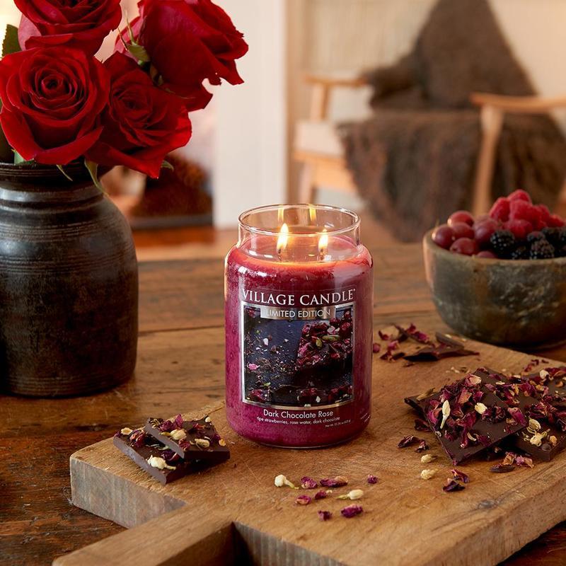 Village Candle Velká vonná svíčka ve skle Dark Chocolate Rose 645g - Čokoládová růže